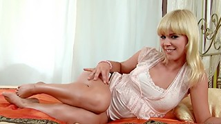 Slutty blonde MILF Tracy Gold spreads and fingers her pussy